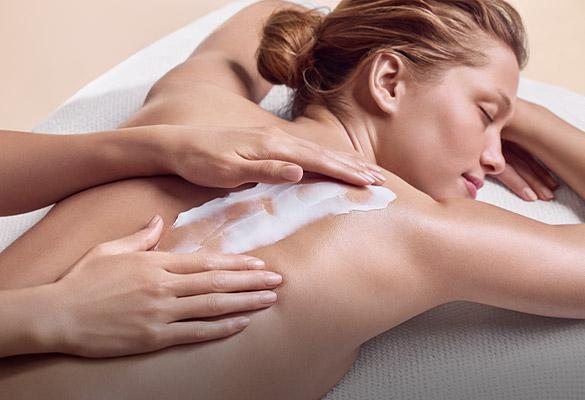 Mulher a receber massagem