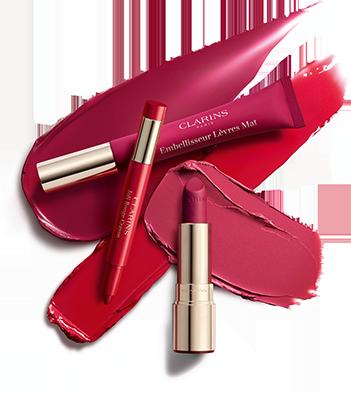 Os três novos produtos da coleção: Joli rouge crayon, embellisseur lèvres e Joli Rouge Velvet