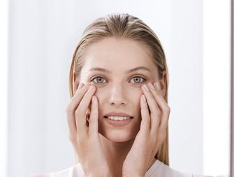 Como aplicar o cuidado para o contorno dos olhos?