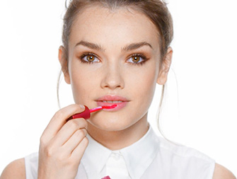 Como aplicar Eau à Lèvres?