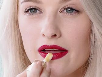 Como ter uns lábios bonitos com Huile Confort Lèvres segundo In The Frow?