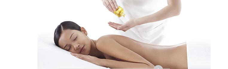 Mulher a receber massagem / Mulher a receber massagem no rosto