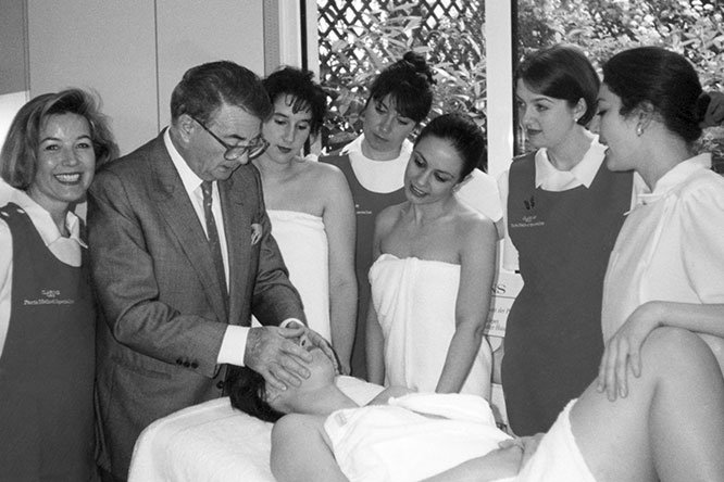 O êxito da Clarins, nascido no Instituto, foi construído ouvindo as mulheres.